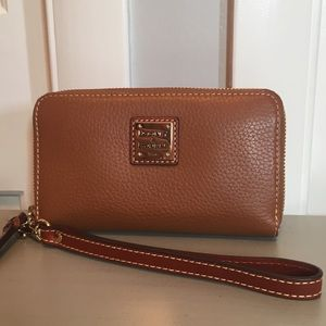 Dooney & Bourke Phone Wristlet Wallet ~Like New~